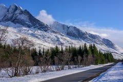 Punto di vista delle sorelle della catena montuosa sette in Alstadhaug, N di inverno Immagini Stock Libere da Diritti