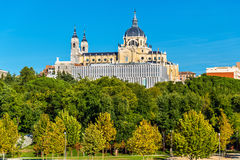 Punto di vista di Almudena Cathedral a Madrid, Spagna Immagini Stock Libere da Diritti