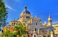 Punto di vista di Almudena Cathedral a Madrid, Spagna Fotografia Stock Libera da Diritti