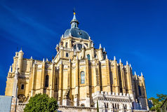 Punto di vista di Almudena Cathedral a Madrid, Spagna Fotografie Stock