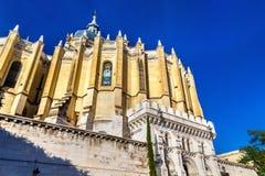 Punto di vista di Almudena Cathedral a Madrid, Spagna Immagini Stock