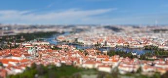 Punto di vista di Charles Bridge sopra il fiume della Moldava, Praga Fotografia Stock Libera da Diritti