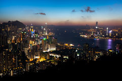 Punto di vista di Hong Kong Island e di Victoria Harbour al tramonto immagine stock