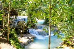 Punto di vista di Kuang Si Falls dei terrazzi con il mulino a acqua immagine stock libera da diritti