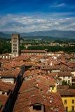 Punto di vista di Lucca e di Basilica di San Frediano, Toscana, Italia Fotografia Stock