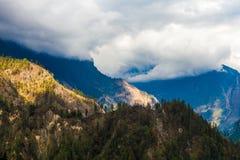 Punto di vista di mattina della natura delle montagne dei paesaggi Fondo del paesaggio di trekking della montagna Nessuno foto Ma Immagini Stock