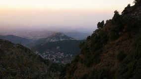 Punto di vista di Mcleod Ganj in India, Dharamsala stock footage