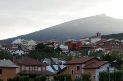 Punto di vista di Miraflores de la Sierra città, Madrid, Spagna immagine stock