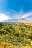 Punto di vista di Misty Volcano a Arequipa, Perù, Sudamerica fotografia stock libera da diritti