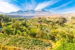 Punto di vista di Misty Volcano a Arequipa, Perù, Sudamerica Fotografie Stock Libere da Diritti