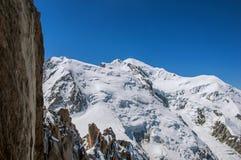 Punto di vista di Mont Blanc da Aiguille du Midi in alpi francesi Immagini Stock