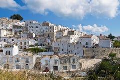 Punto di vista di Monte Sant ' Angelo. La Puglia. L'Italia. Fotografie Stock Libere da Diritti