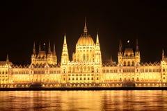 Punto di vista di notte del Parlamento a Budapest Immagine Stock Libera da Diritti