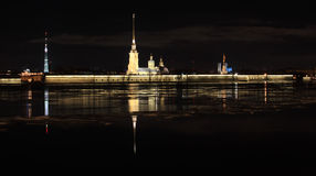Punto di vista di notte del Peter e di Paul Fortress, St Petersburg, Russi Immagine Stock