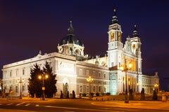 Punto di vista di notte di Almudena Cathedral Fotografia Stock