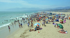 Punto di vista di panorama di Santa Monica Beach su un pomeriggio caldo di estate Fotografia Stock