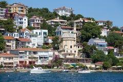 Punto di vista di principi Islands del pendio di collina di Burgaz Adasi con alloggio residenziale di lusso sulla costa, Turchia Immagini Stock Libere da Diritti