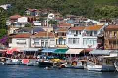 Punto di vista di principi Islands del pendio di collina di Burgaz Adasi con alloggio residenziale di lusso sulla costa, Turchia Immagini Stock