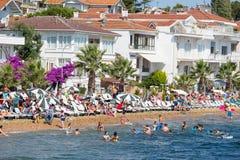 Punto di vista di principi Islands del pendio di collina di Kinaliada con alloggio residenziale di lusso sulla costa, Turchia Fotografia Stock Libera da Diritti
