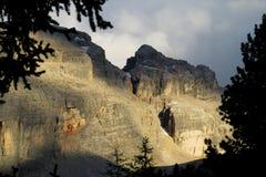 Punto di vista di Rocky Dolomite Alps al tramonto Immagine Stock Libera da Diritti