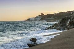 Punto di vista di Sant Pol de Mar dalla spiaggia fotografia stock libera da diritti