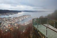 Punto di vista di vetro moderno e la città qui sotto, Bergen, Norvegia Immagini Stock Libere da Diritti