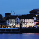 Punto di vista esterno del GlobeTheatre di Shakespeare Fotografia Stock