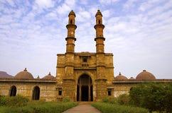 Punto di vista esterno di Jami Masjid Mosque, Unesco Champaner protetto - parco archeologico di Pavagadh, Gujarat, India Date all Fotografia Stock Libera da Diritti