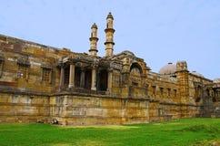 Punto di vista esterno di Jami Masjid Mosque, Unesco Champaner protetto - parco archeologico di Pavagadh, Gujarat, India Date all Fotografia Stock