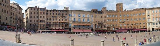 Punto di vista grandangolare di Siena Piazza del Campo Immagine di colore immagini stock libere da diritti