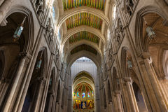 Punto di vista interno di Almudena Cathedral a Madrid Fotografia Stock Libera da Diritti