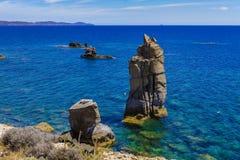 Punto di vista di Le Colonne dell'isola di Carloforte di San Pietro, Carbonia fotografia stock libera da diritti