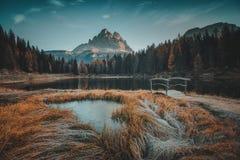 Punto di vista di mattina di Lago Antorno, dolomia, paesaggio della montagna del lago Fotografie Stock