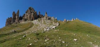 Punto di vista meraviglioso di alp de siusi con il picco di montagna distintivo della dolomia Fotografia Stock