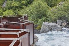 Punto di vista norvegese del labirinto e del fiume Foresta e cascata n Fotografia Stock