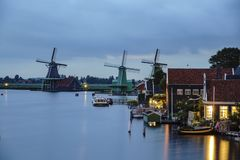 Punto di vista di notte del De Gekroonde Poelenburg, De Kat, Windmill De Z immagine stock libera da diritti