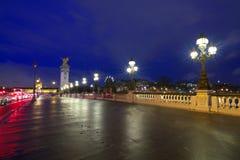 Punto di vista di notte di Pont Alexandre III, Parigi fotografie stock libere da diritti