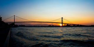 Punto di vista panoramico di ambasciatore Bridge che collega Windsor, Ontario fotografia stock libera da diritti