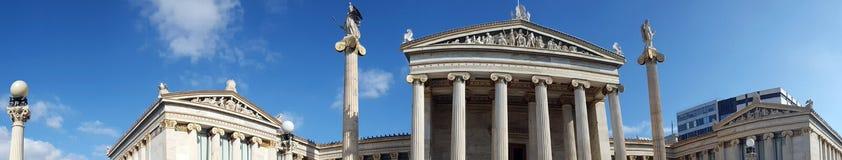 Punto di vista panoramico dell'accademia di Atene e della biblioteca nazionale, Grecia fotografie stock libere da diritti