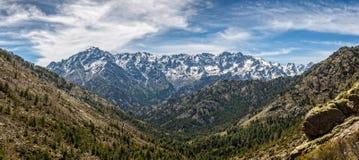 Punto di vista panoramico delle montagne e di Monte Cinto di Asco in Corsica Immagini Stock