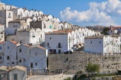 Punto di vista panoramico di Monte Sant ' Angelo. La Puglia. L'Italia. Immagine Stock