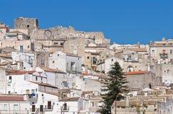 Punto di vista panoramico di Monte Sant ' Angelo. La Puglia. L'Italia. Immagini Stock