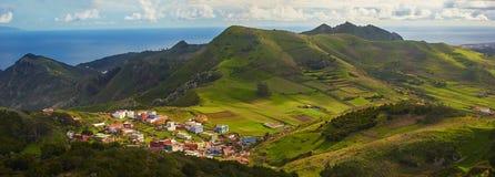 Punto di vista panoramico di paese collinoso di Tenerife, isole Canarie Immagine Stock Libera da Diritti