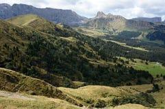 Punto di vista panoramico meraviglioso di alp de siusi con il picco schlern del distinctiv Immagine Stock