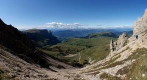 Punto di vista panoramico meraviglioso di alp de siusi con il picco schlern del distinctiv Fotografie Stock