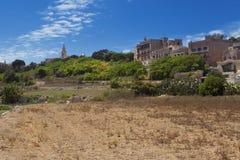 Punto di vista pittoresco del lato del paese vicino a Mdina Immagini Stock Libere da Diritti