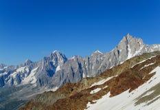 Punto di vista pittoresco della montagna nelle alpi Fotografia Stock