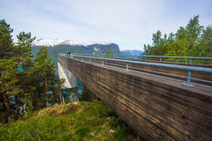 Punto di vista Plattform (allerta) - Stegastein, Norvegia Fotografia Stock