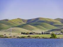 Punto di vista di pomeriggio di bello San Luis Creek Kiosk immagine stock