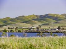 Punto di vista di pomeriggio di bello San Luis Creek Kiosk fotografie stock libere da diritti